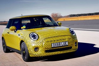 MINI COOPER SE 2019 REVIEW: FIRST DRIVE OF ELECTRIC MINI.