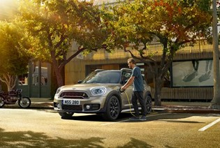 CHARGING THE MINI PLUG-IN HYBRID