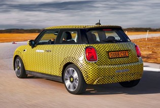 8 THINGS WE LEARNED DRIVING THE NEW ELECTRIC MINI COOPER SE.